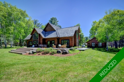 Cottage For Sale on Lake of Bays: Fox Point Road in Muskoka
